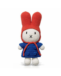 Miffy en manteau bleu et bonnet rouge